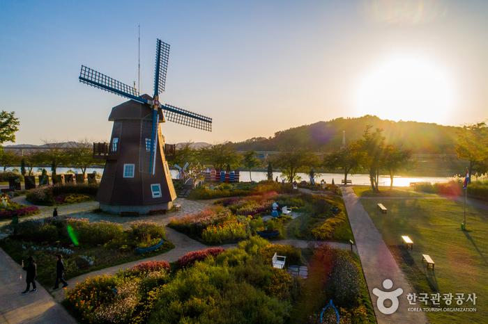 Suncheonman Bay National Garden (순천만국가정원)