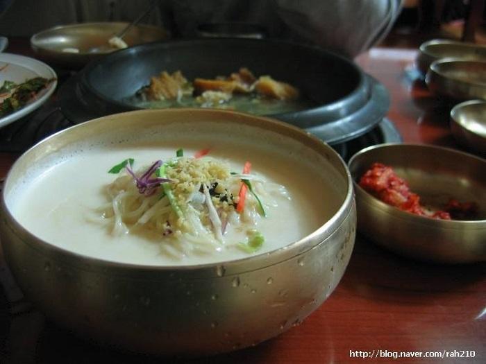 ゴモネ元祖大豆スープ ( 고모네원조콩탕 )