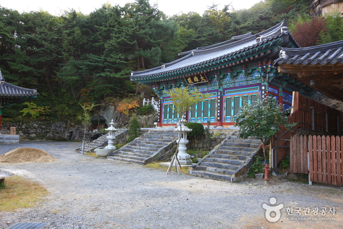 Okcheon Yongamsa Temple (용암사 옥천)
