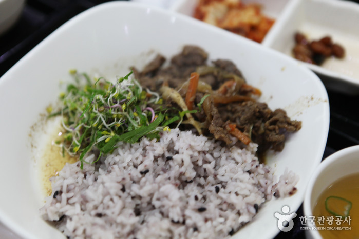 경부고속도로 안성휴게소(부산) 별미로 꼽히는 버섯불고기 덮밥