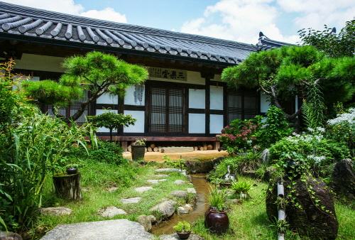 Gokjeongjae House (Geumhwallakji) ([명품고택]금환락지곡전재)