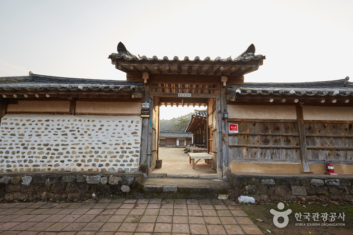 Jeongjae Traditional House (정재종택)