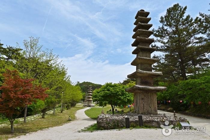 雲住寺(운주사)