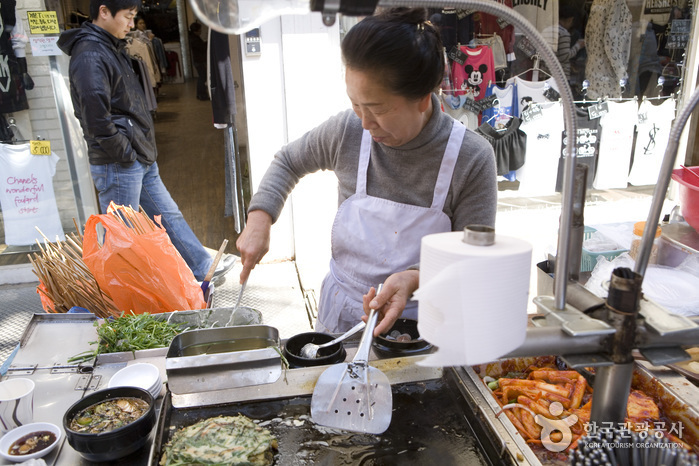 Gwangbokdong Food Street (광복동 먹자골목)