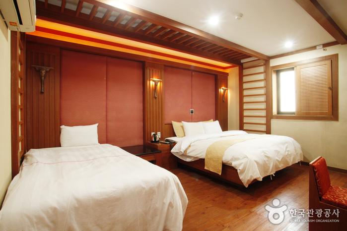Hotel M (엠호텔)