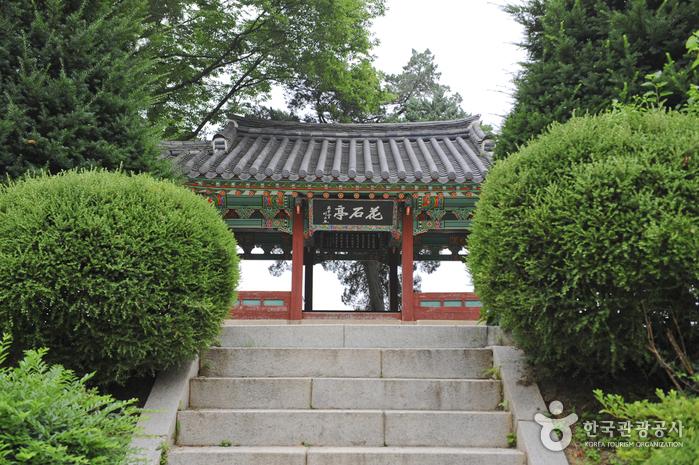 Pavillon Hwaseokjeong (화석정)