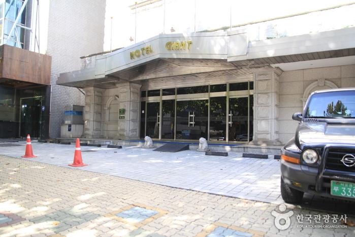 Hotel Giant (자이언트 호텔)