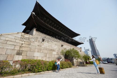 Dongdaemun Gate (Heunginjimun Gate) (동대문 - 흥인지문)