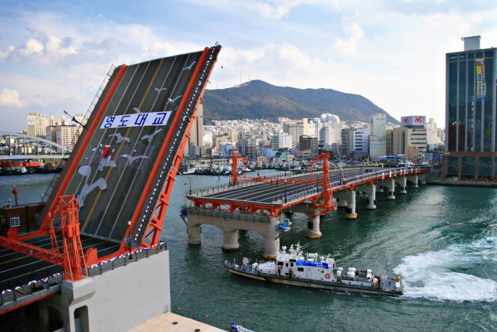 Yeongdodaegyo Bridge (영도대교)
