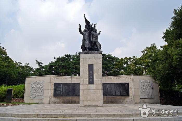 3.1独立宣言記念塔(3.1독립선언기념탑)