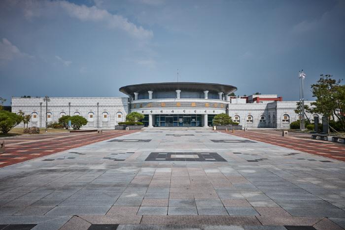 Iksan Wanggungni Historic Site [UNESCO World Heritage] (익산 왕궁리유적 [유네스코 세계문화유산])