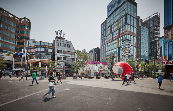 Улица Ёнсе-ро в районе Синчхон (연세로)23