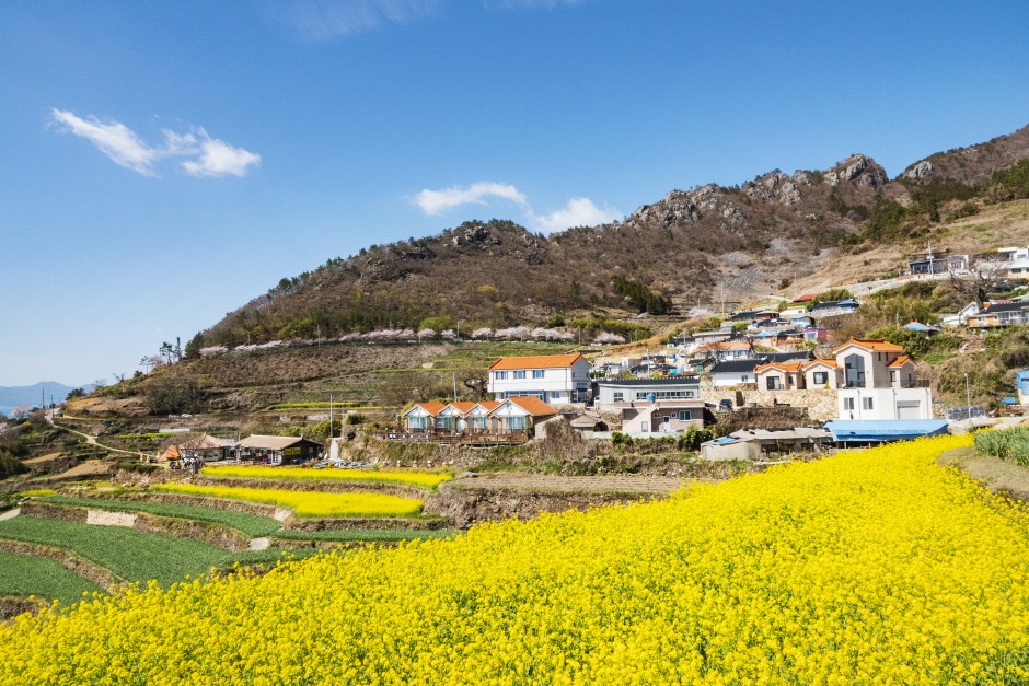 Деревня Тарэни в Качхоне (가천 다랭이마을)