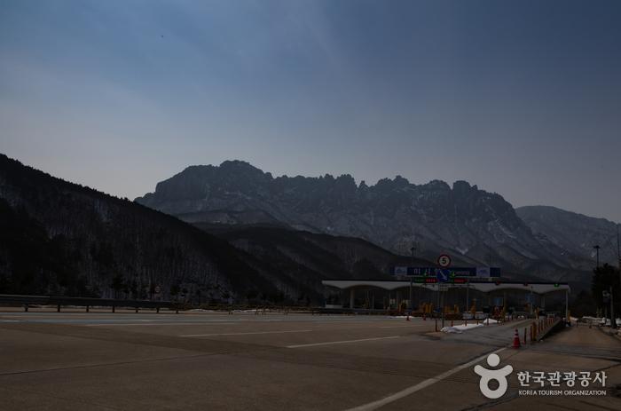 Ulsanbawi Rock (설악산 울산바위)