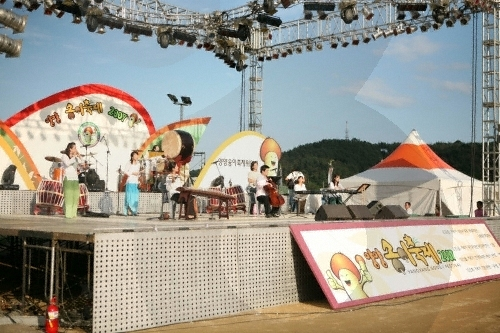 Yangyang Songi Festival (Pine Mushroom Festival) (양양송이축제)