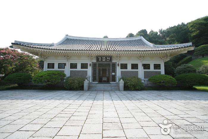 Мемориальный храм Чхуннёльса в Пусане11
