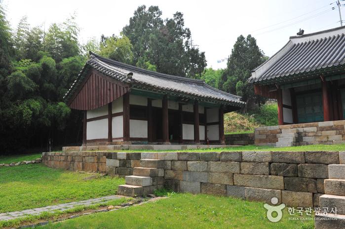 Suwonhyanggyo Confucian School (수원향교)