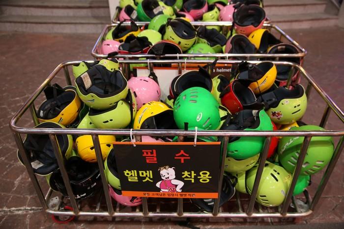 헬멧을 무료로 대여해준다.