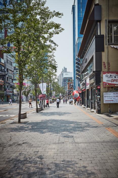 Улица Ёнсе-ро в районе Синчхон (연세로)24