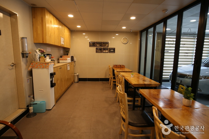 BUSINESS HOTEL HAEUNDAE S [Korea Quality] / 해운대비지니스호텔S [한국관광 품질인증]