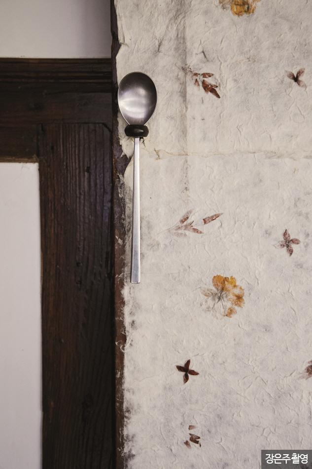 전통적인 객실 벽