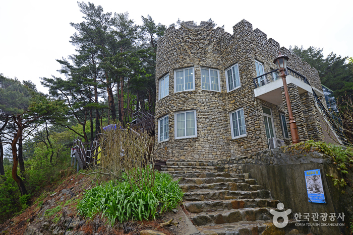 Castle at Hwajinpo (Villa of Kim Ilsung) (화진포의 성(김일성별장))