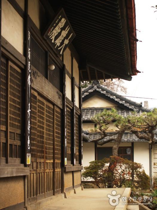 Dongguksa Temple (동국...