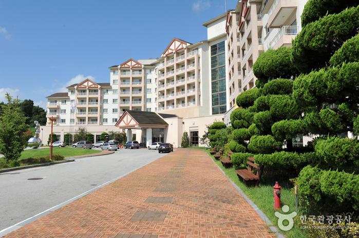 Jirisan Family Hotel (지리산 가족호텔)