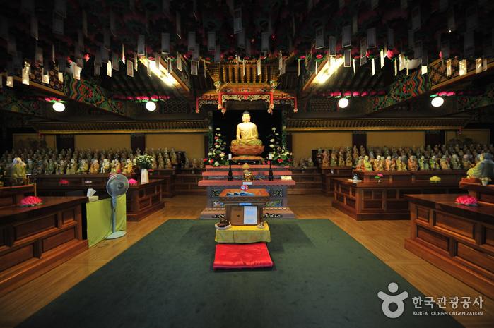Храм Якчхонса на Чечжудо (약천사(제주))11