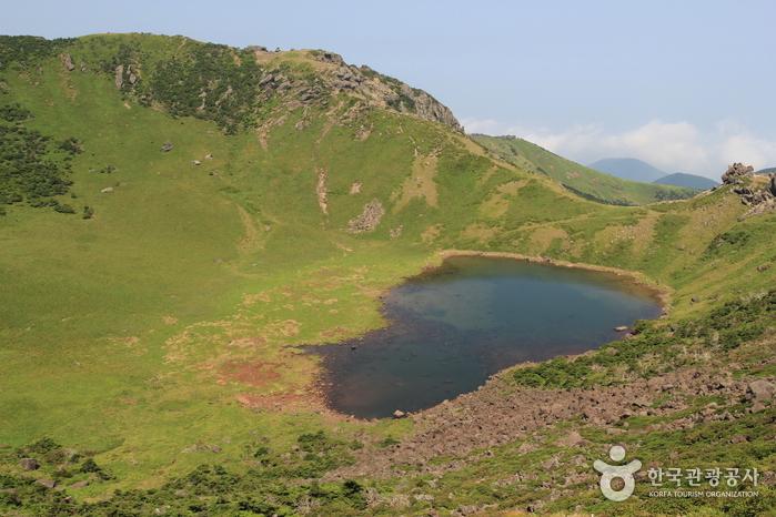 Baengnokdam Lake (한라산 백록담)