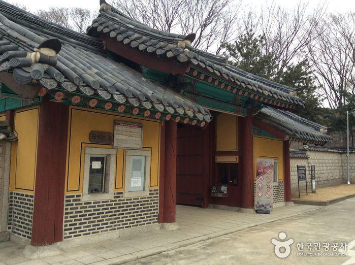 Yeonghwiwon und Sunginwon (ehemals Hongneung) (서울 영휘원과 숭인원)