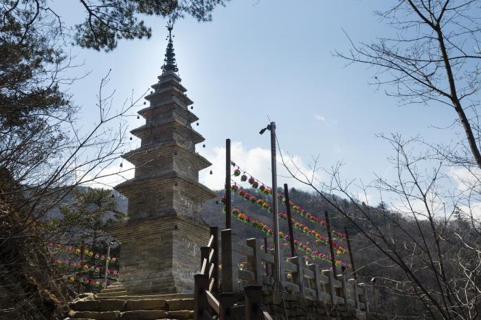 부처의 진신 사리를 모신 수마노탑은 정암사의 상징이다.