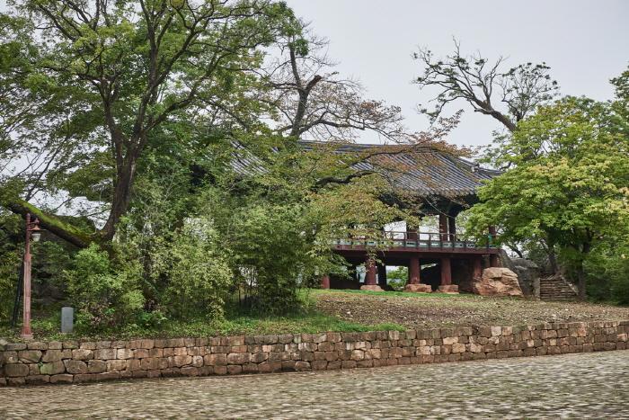 Jukseoru Pavilion (삼척 죽서루)