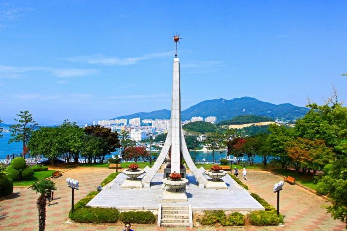 Парк Тольсан (돌산공원)