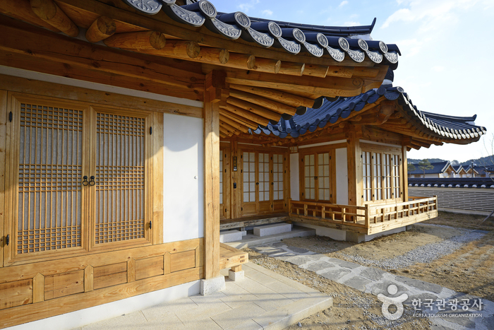 Gangneung City Hall (Gangneung Ojuk Hanok Village) (강릉시청(강릉오죽한옥마을))