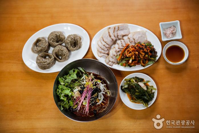 Hyoseok Culture Village Buckwheat Food Street (효석문화마을 메밀음식거리)