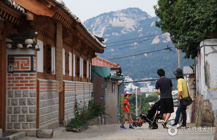 Bukchon Hanok Village ()