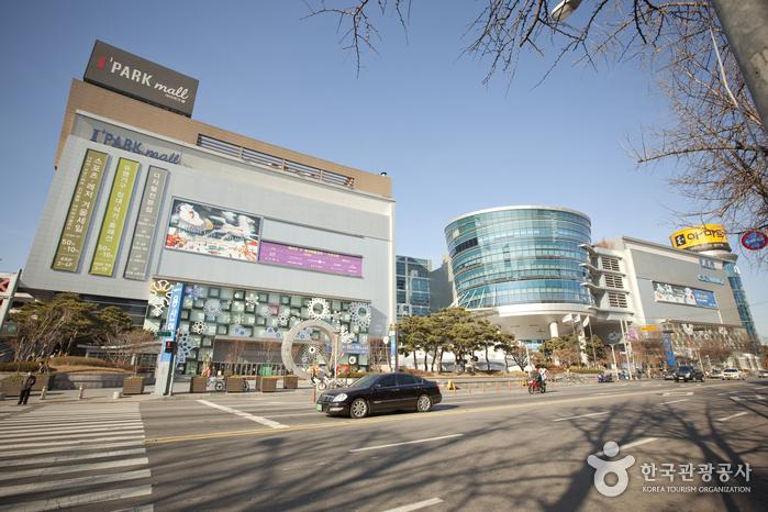 Hyundai I'Park Mall (현대 아이파크몰)