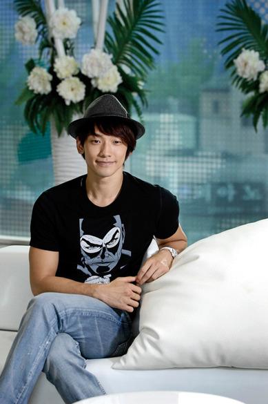 Jung Ji-hoon (정지훈) or Rain (비)