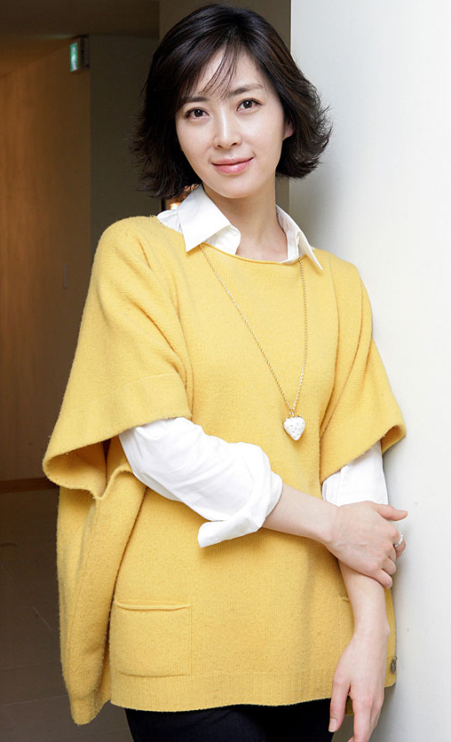 Song Yun-a (송윤아)