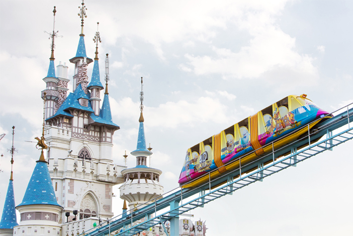 Major rides at Lotte World (Credit: Lotte World)