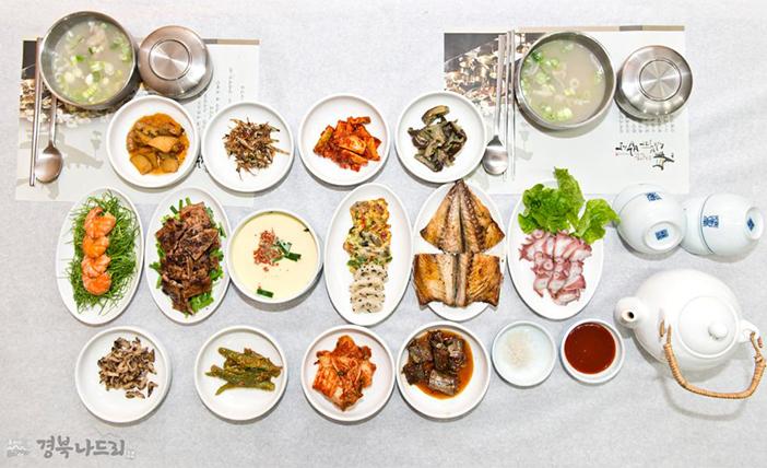 Recreation of a yangban table at Simbuja Bapsang (Credit: Gyeongbuk Nadeuri)