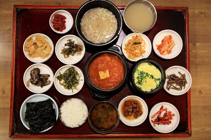 清潭コルの家庭式白飯(定食)