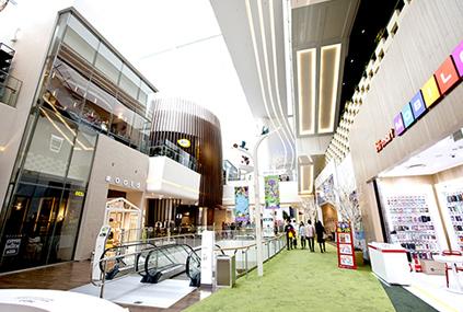 Парк развлечений Лотте Ворлд и Башня Lotte World Tower