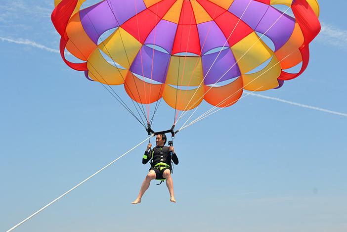 Parachute ascensionnel (aut, en bas à droite : Parc de loisirs maritimes de Jeju)