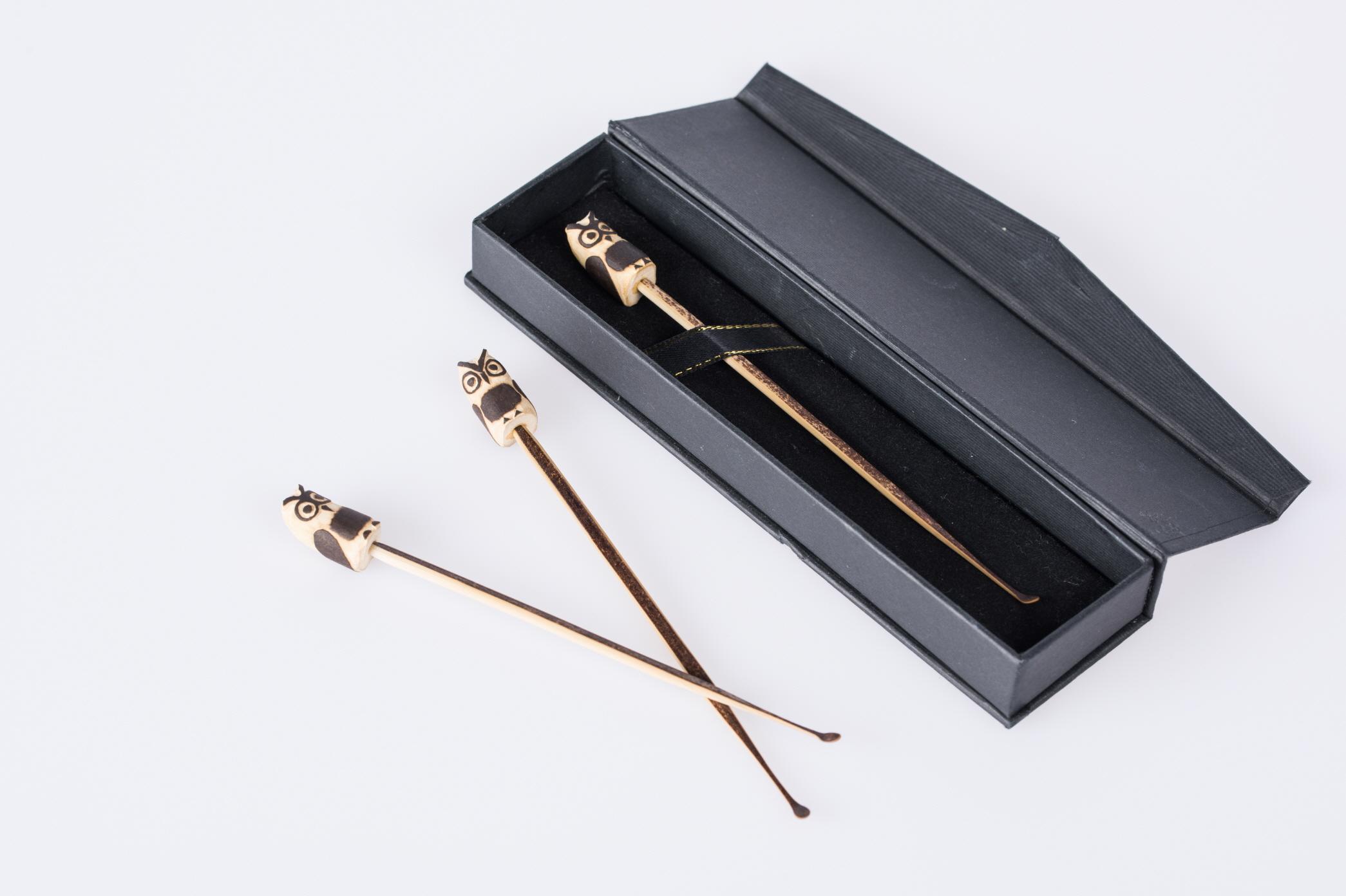 Hairpin-shaped Black Bamboo Ballpoint Pen