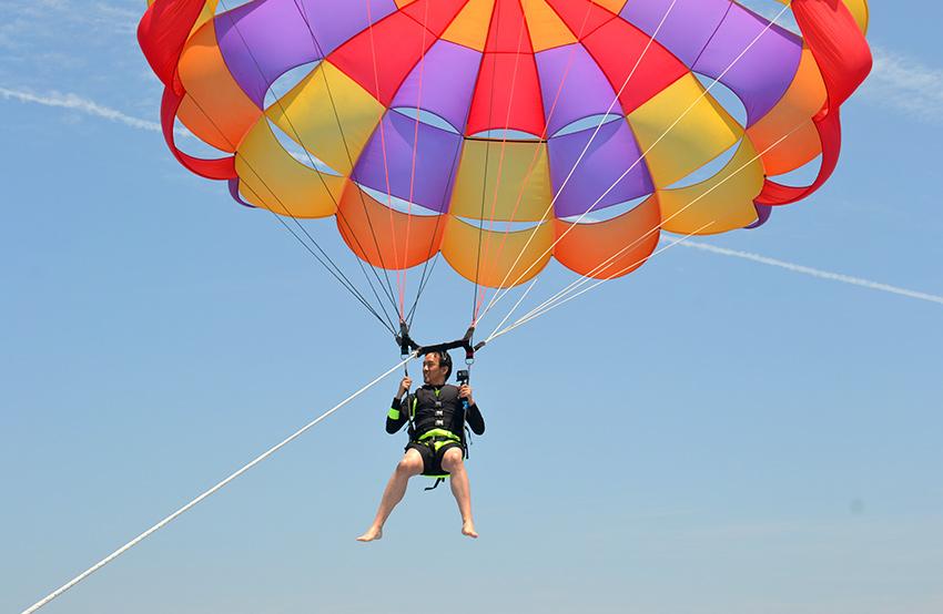 海上拖曳傘 (右下圖來源: 濟州海洋休閒樂園)