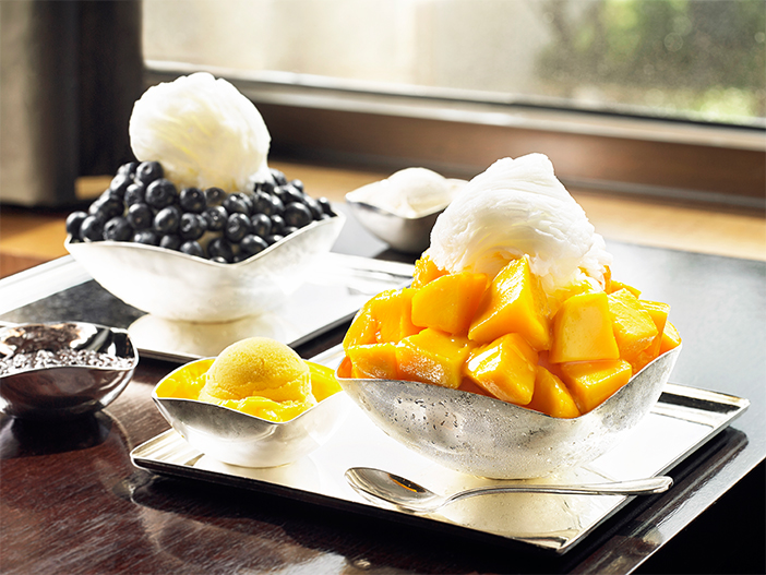 Mango bingsu and blueberry bingsu (top, credit: The Shilla Seoul), melon bingsu (left, credit: Café Cloud Bam), peach bingsu (right, credit: Tokyo Bingsu)