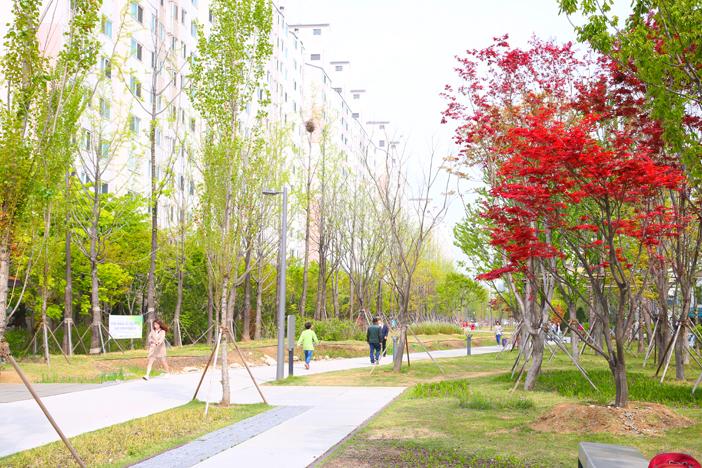 Parque del Sendero Gyeonguiseon (cortesía de la Oficina Administrativa de Mapo-gu).