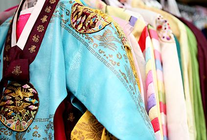 Alquiler de hanbok (cortesía de Korea.net, Servicio de Información y Cultura de Corea)